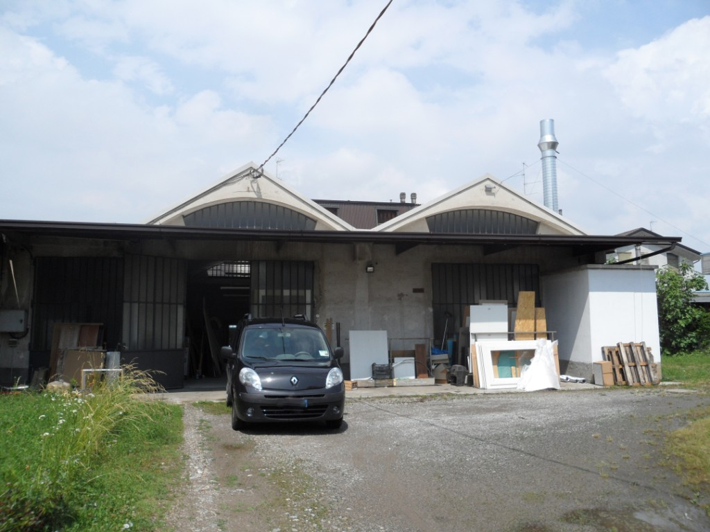 Mariano comense capannone laboratorio singolo di 310 for Capannone di 300 metri quadrati