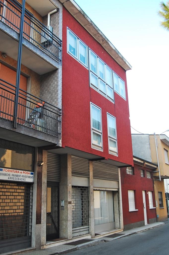 Cabiate : Vendesi intero stabile composto da 3 appartamenti e ufficio