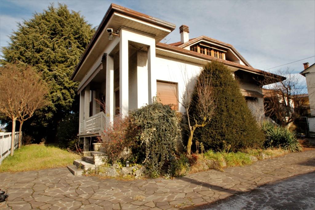 Inverigo : Villa singola
