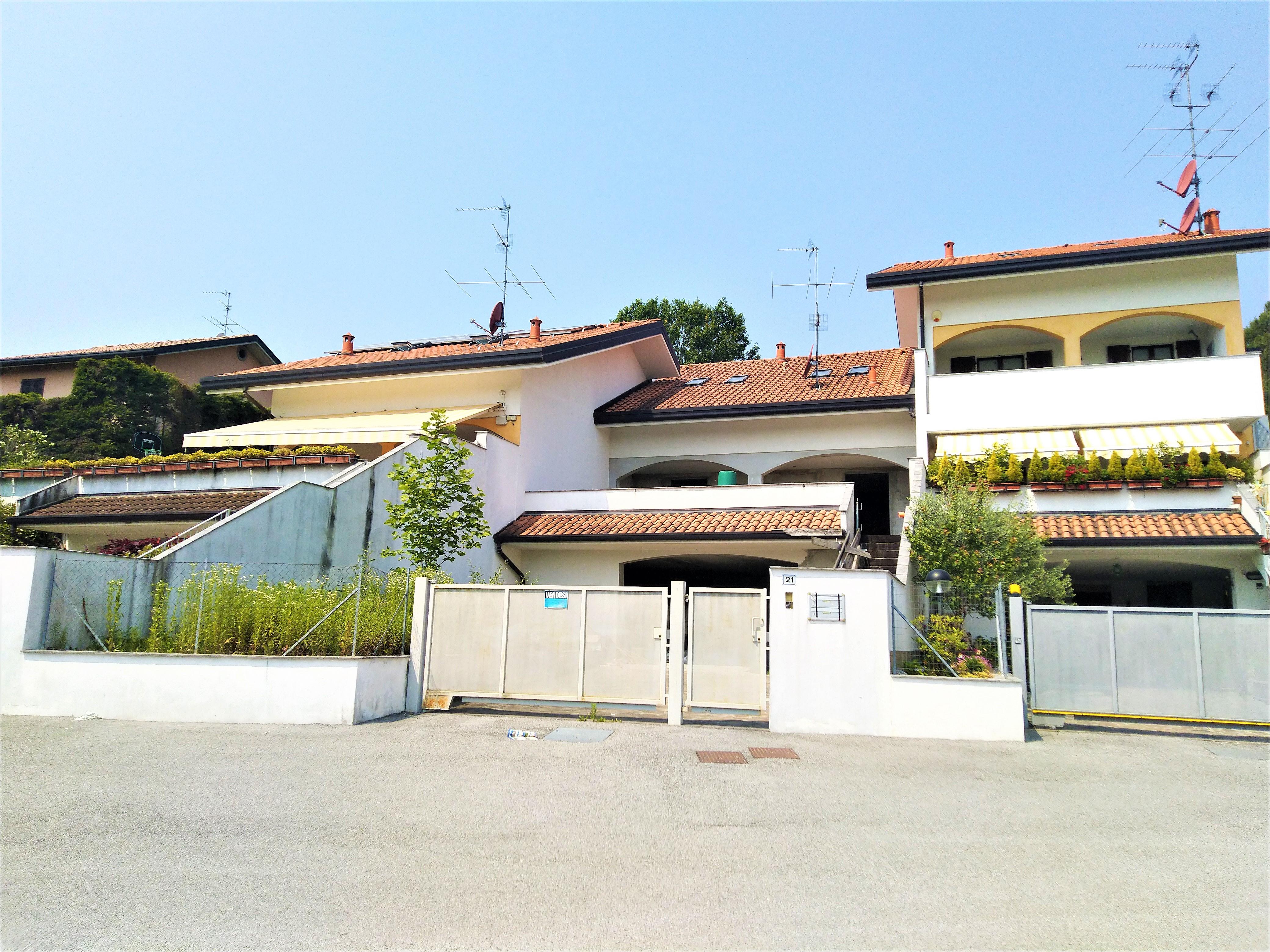 Lurago d' Erba : Villa a schiera a rustico a Euro 220.000