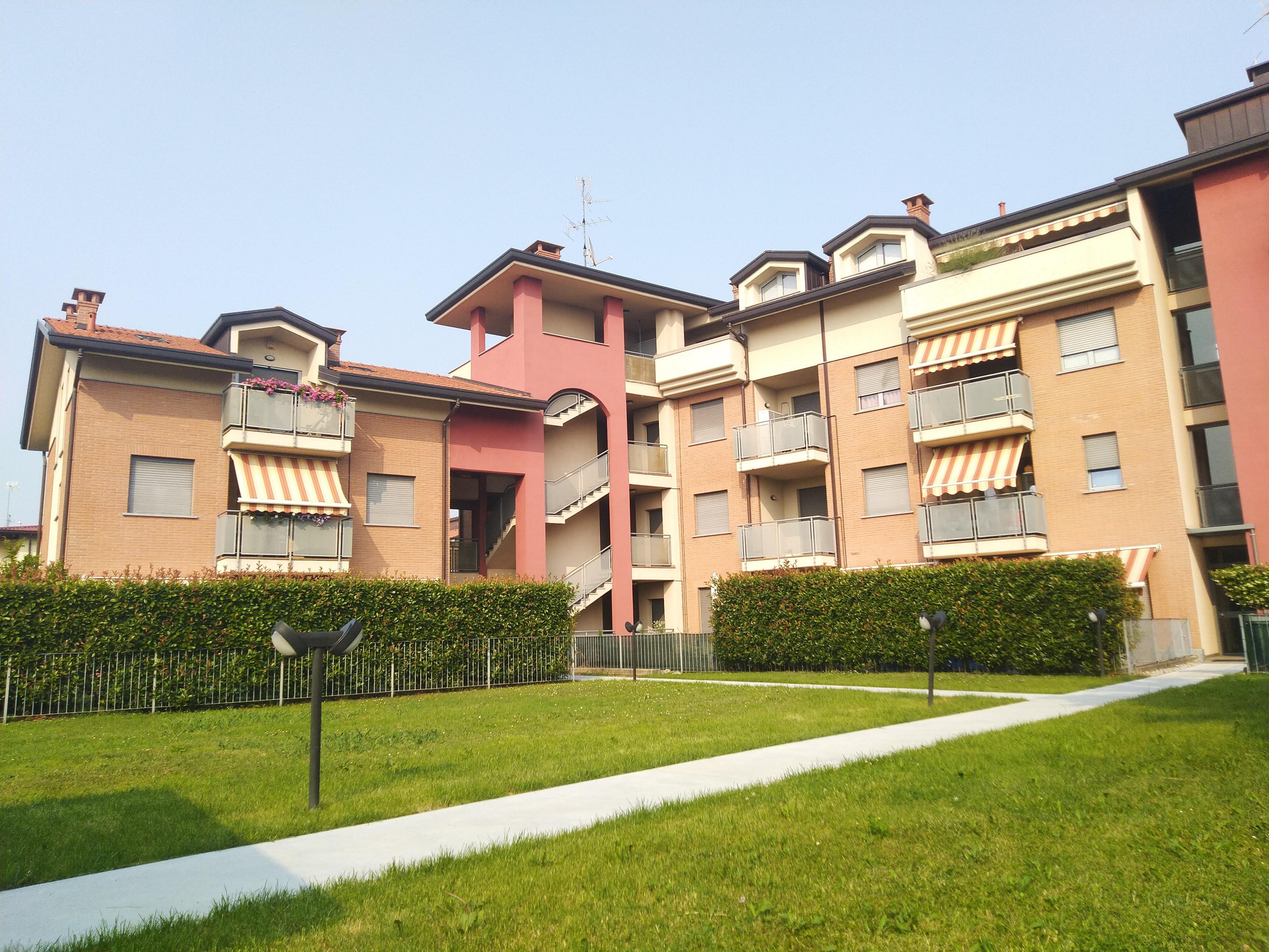 Giussano : Monolocale con terrazzo